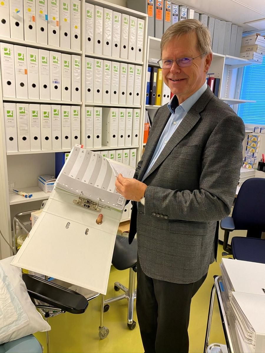 Photo: Scientific evidence is one of the Onnikka application's absolute strengths. Professor Markku Savolainen showing the archives of Onnikka-research along the years.